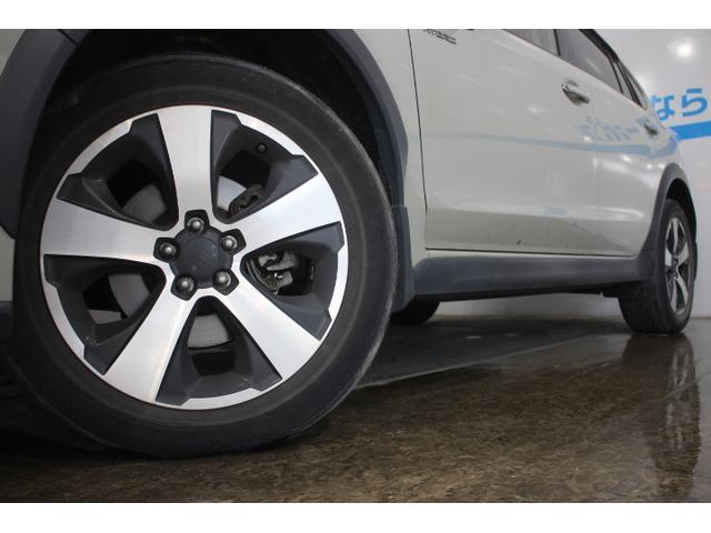 先進性を感じさせる新デザインのアルミホイールを採用。  タイヤサイズ(前)225/55R17タイヤサイズ(後)225/55R17