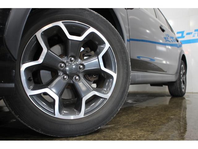 専用の17インチアルミホイールと特にホイールアーチに設けたクラッディングは、タイヤを大きく見せる、立体的なデザインとした。