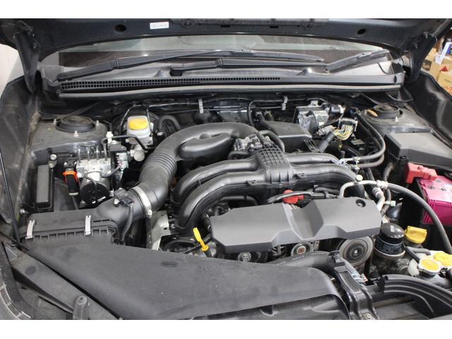エンジンは2Lの新世代BOXERエンジンを搭載。水平対向エンジンそのものが持つ、軽量でコンパクト、ふけ上がりの良さなどはそのままに、日常的に使う中低速域のトルクを向上させながら、優れた燃費性能を実現。