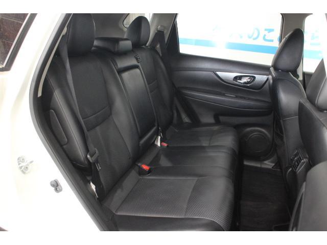 新開発の前席、セカンドシートはスパイナルサポート機能付シートによって、長距離移動の疲労を軽減。