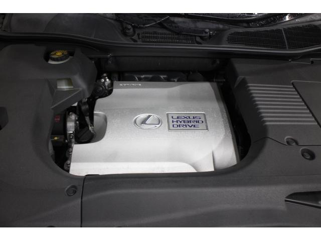 V型6気筒DOHC+モーター 最高出力249ps(183kW)/6000rpm最大トルク32.3kg・m(317N・m)/4800rpm
