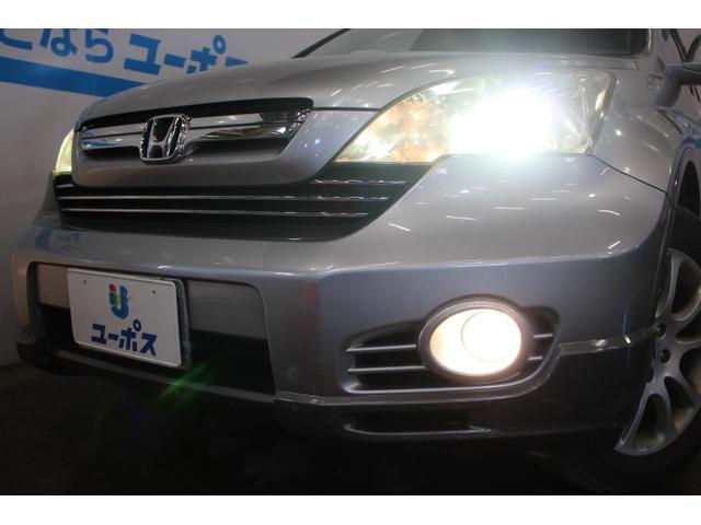ディスチャージヘッドライトなどの高度な安全装備を標準装備。
