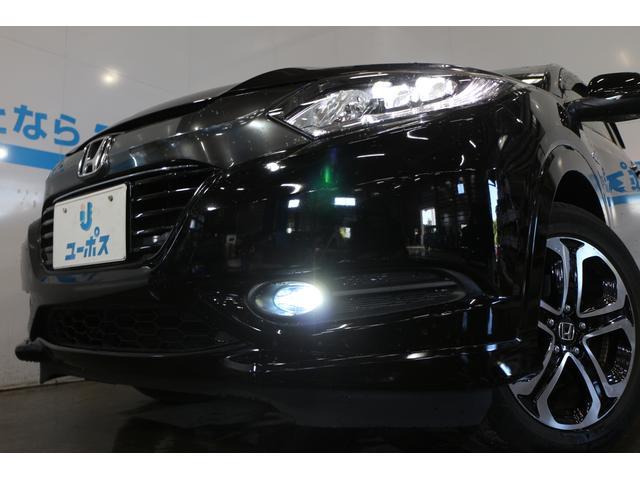 ヘッドライトに片側2灯のLEDを装備し、ハイブリッド車すべてのリアコンビネーションランプにLED導光ストライプを採用