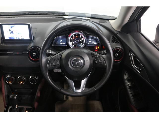 ドライバーオリエンテッドなコックピットや心地よい包まれ感のあるドアトリムなど、先鋭的かつ上質なインテリア空間を実現