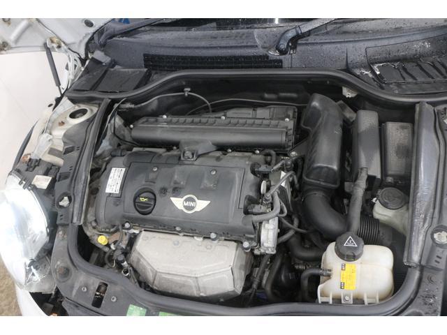 直列4気筒DOHC16バルブ 最高出力122ps(90kW)/6000rpm最大トルク16.3kg・m(160N・m)/4250rpm