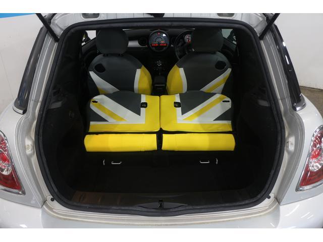 シートを倒せば収納倍増、大きな荷物も楽々積み込めます