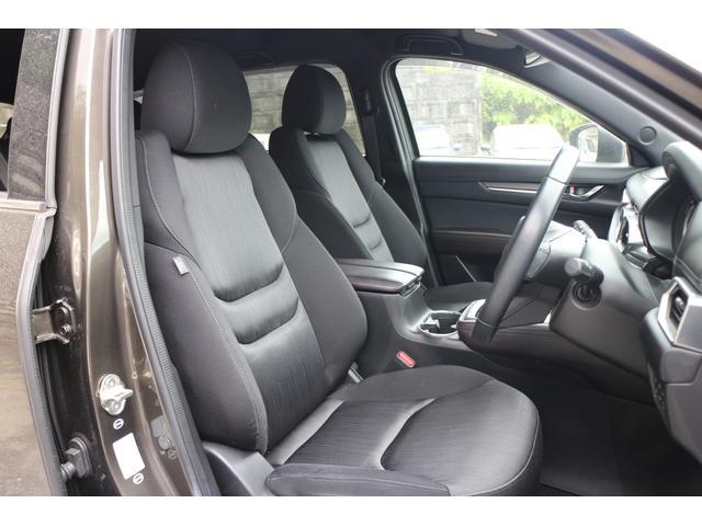 ホールド性と快適性を兼ね備えたフロントシート、(パワーシート/シートヒーター機能付き)