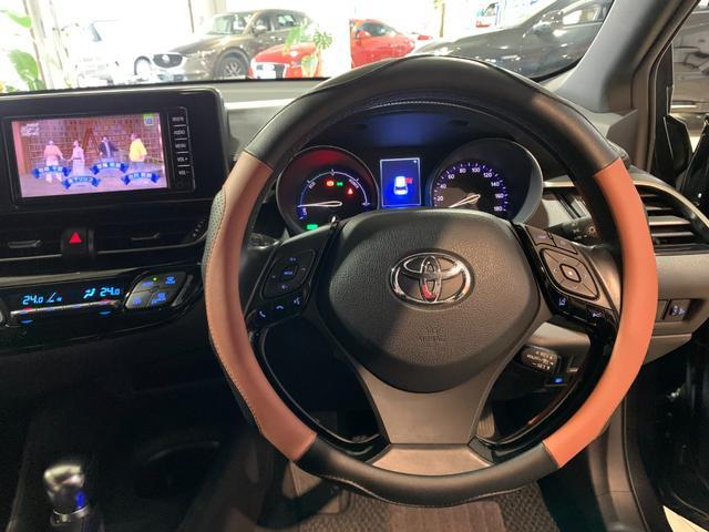 質感・形状・色など細部にこだわり大人の感性に響くデザインを追求したほか、メーターを中心とした操作パネルをドライバーに向けて配置するなど、運転に集中できるドライバーズ空間を実現