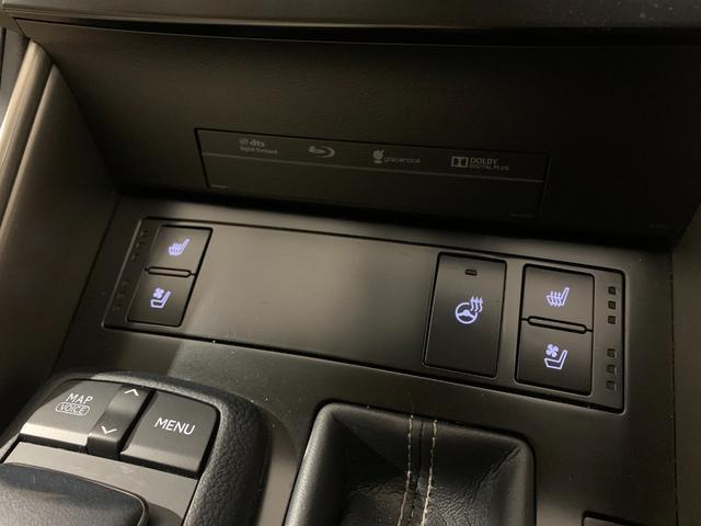 運転席助手席共にシートヒーター・シートエアコン、ステアリングヒーターもついています