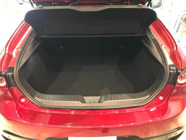 ゴルフバッグやスーツケースなど大きな荷物を余裕で積載できる容量を確保しています!
