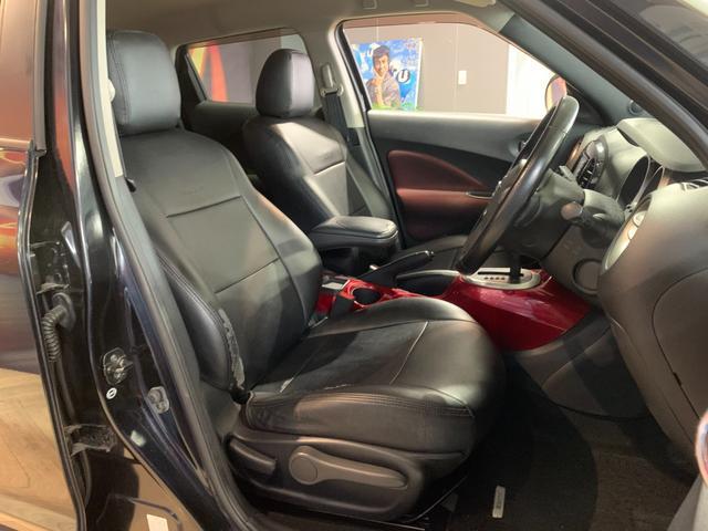 ホールド性と快適性のあるフロントシート