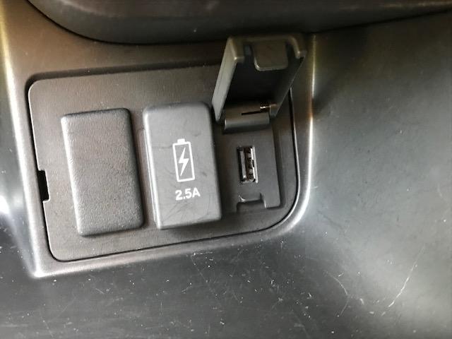 充電用USBジャック(急速充電対応タイプ2個付)
