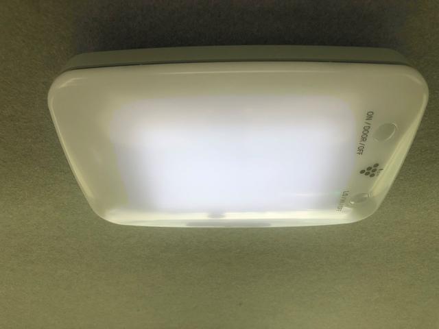 オプションの空気清浄機付き室内灯も付いています!