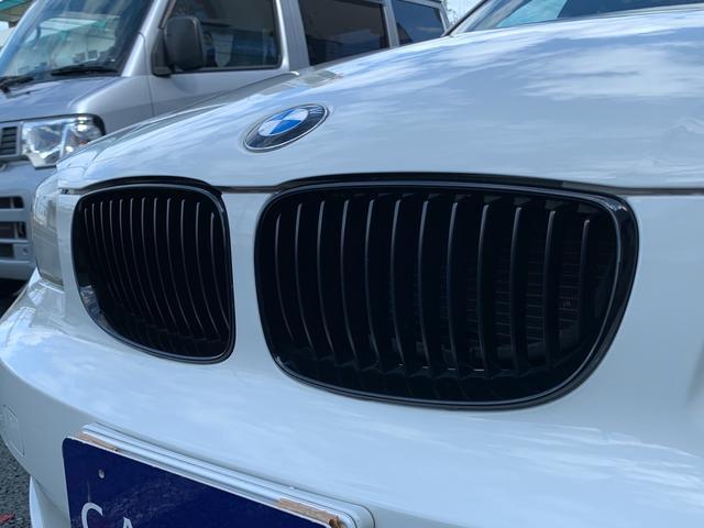 BMWの代名詞、キドニーグリルをBMWパフォーマンス製ブラックキドニーグリルへ変更しシャープな顔つきへ。