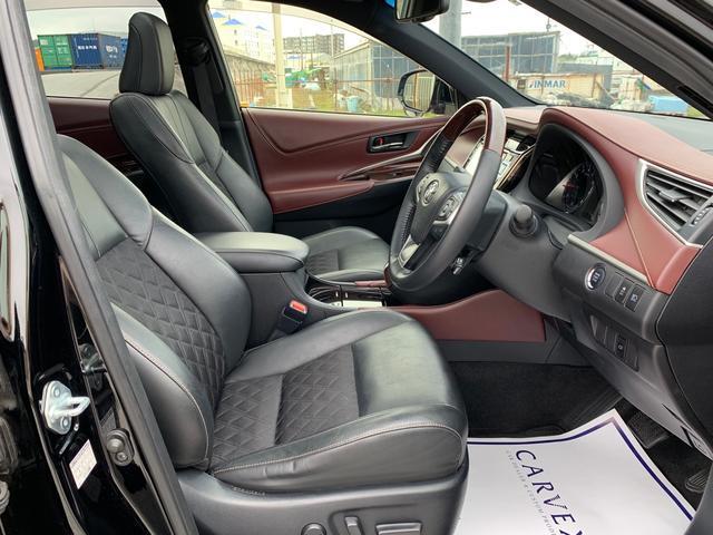 運転席にはパワーシートを装備