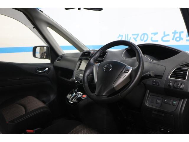運転席側、助手席側のガラスは面積が広く、死角の少ないデザインで女性の方でも安心して運転できます!!