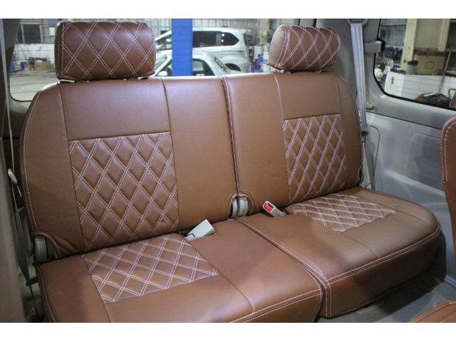 サードシートも大人がしっかり座れます。