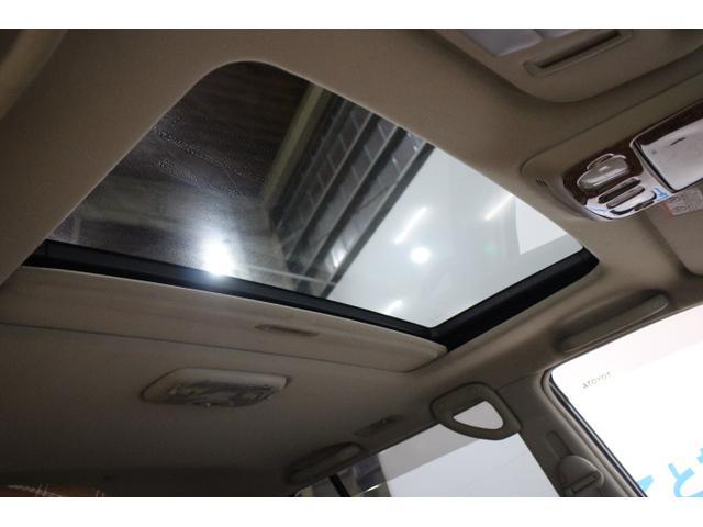 サンルーフも装備で日差しを浴びながらドライブも可能。