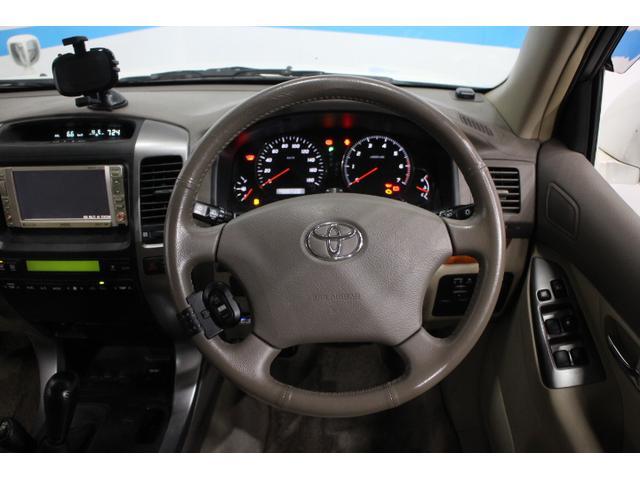 デュアルエアバッグ、EBD(電子制動力配分制御)付ABS、プリテンショナー&フォースリミッター付きシートベルトを標準で、盗難防止装置としてエンジンイモビライザーを全車に採用