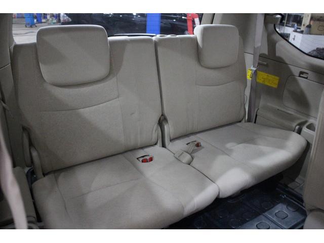大人もきっちり座れるサードシート