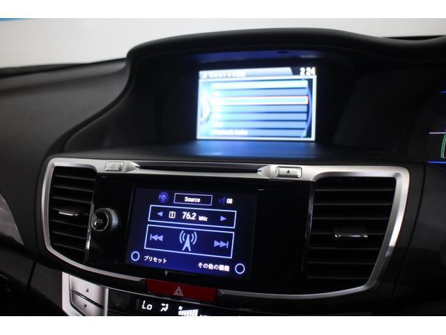 指先でタッチするだけで、簡単に操作できるオーディオ画面は、5.8インチのディスプレイに、目的の操作に必要なアイコンやボタンのみを分かりやすく大きく表示する