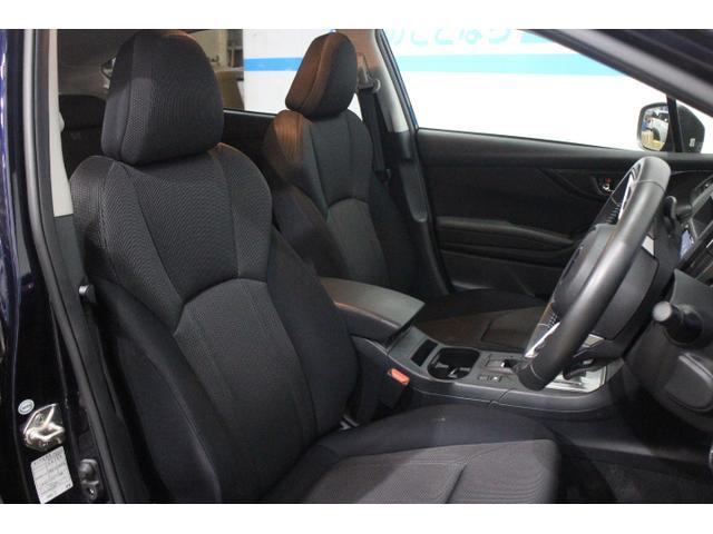 ホールド性と快適性を両立させたフロントシート