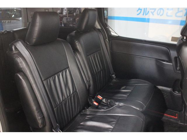7人乗り仕様車のセカンドシートに、横スライド機構とワンタッチスペースアップサードシートの組み合わせで超ロングスライド(スライド量810mm)を実現したクラス初のキャプテンシートを採用