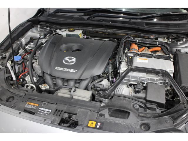 水冷直列4気筒DOHC16バルブ+モーター 最高出力99ps(73kW)/5200rpm最大トルク14.5kg・m(142N・m)/4000rpm
