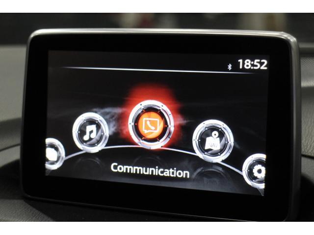 走行安全性を最優先に考えた新カーコネクティビティシステム「MAZDA CONNECT」を採用