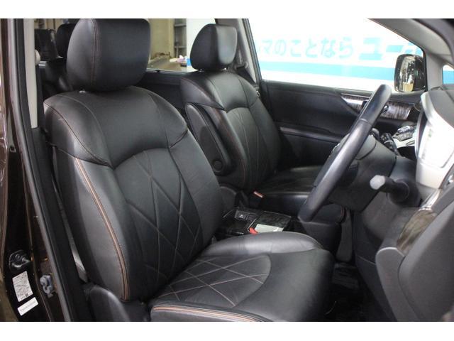 ホールド性と快適性を兼ね備えたフロントシート