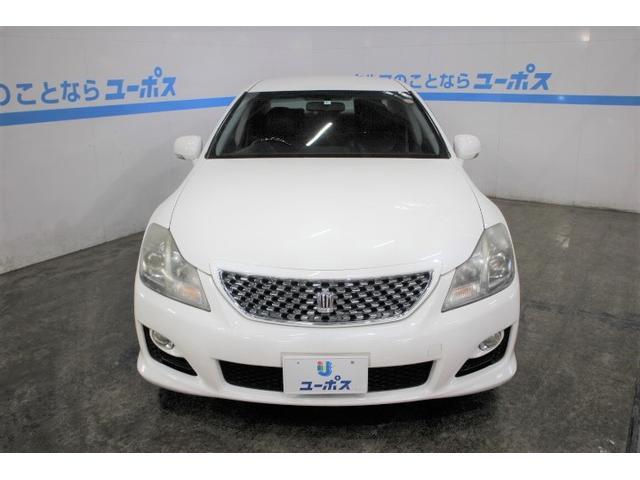 半世紀以上にわたり日本の高級車をリードする、13代目となるクラウン(CROWN)