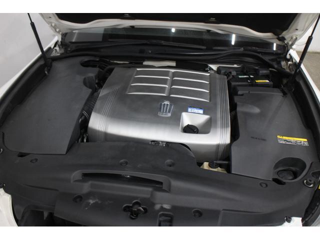V型6気筒DOHC 最高出力215ps(158kW)/6400rpm最大トルク26.5kg・m(260N・m)/3800rpm