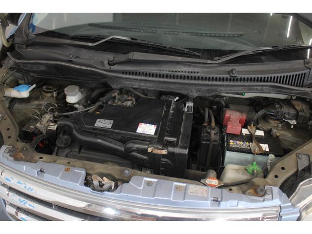 水冷直列3気筒DOHC12バルブ 最高出力54ps(40kW)/6500rpm最大トルク6.4kg・m(63N・m)/3500rpm