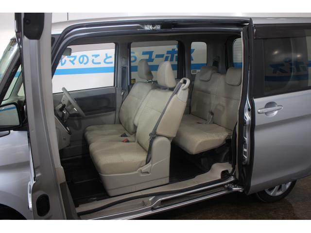大きな荷物もミラクルオープンドアと助手席ロングスライドによる広大な間口からラクな姿勢で積載が可能。