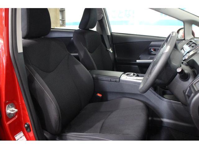 ホールド性と快適性を兼ね備えたフロントシート!