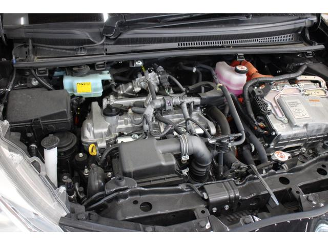 直列4気筒DOHC+モーター 最高出力74ps(54kW)/4800rpm最大トルク11.3kg・m(111N・m)/3600〜4400rpm