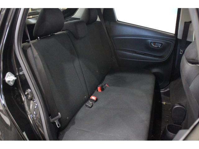 駆動用バッテリーをリヤシート下に配置することで、ガソリン車と同等の居住空間・荷室の広さを確保。