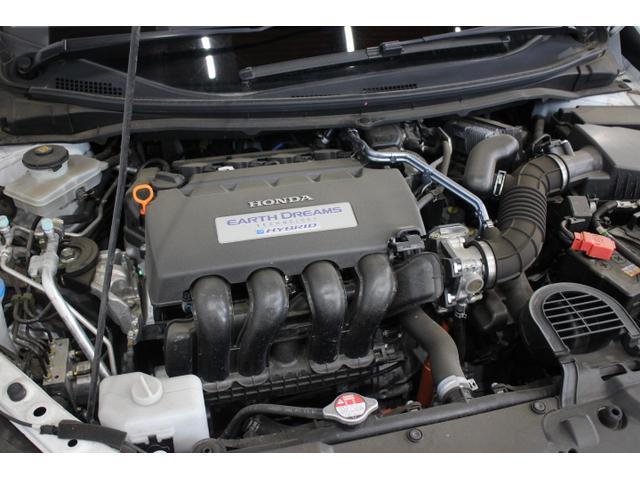 水冷直列4気筒DOHC16バルブ+モーター 最高出力131ps(96kW)/6600rpm最大トルク15.8kg・m(155N・m)/4600rpm