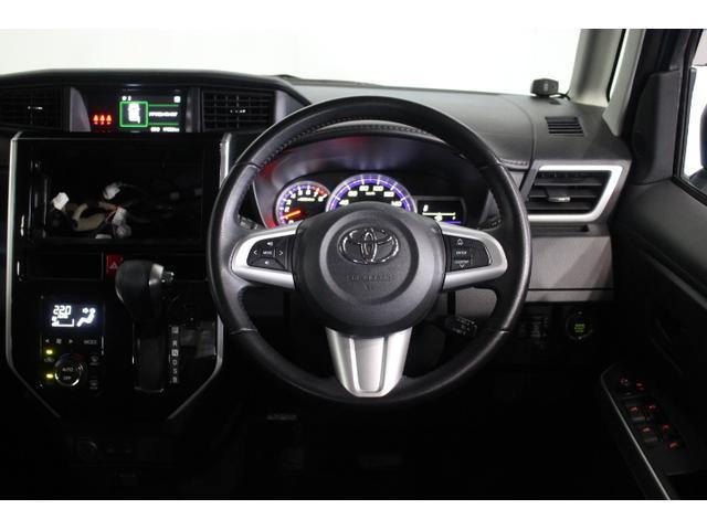 水平に広がるインストルメントパネルで、機能性の高さとワイドな印象を表現するとともに、見晴らしの良さを実現、運転席前に配置したメーターは、フードを低く抑えることで視認性を確保。