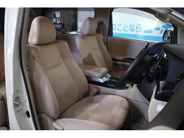 ハイブリッドモデル専用として、シートとフロントフロアカーペットの一部のファブリック表皮に、エコプラスチックを採用。