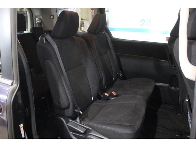 7人乗り仕様車のセカンドシートに、横スライド機構とワンタッチスペースアップサードシートの組み合わせで超ロングスライド(スライド量810mm)を実現したキャプテンシートを採用。