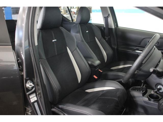 運転席および助手席を「Gs」エンブレム付専用スポーティシートとしたほか、シート表皮にはアルカンターラを採用。