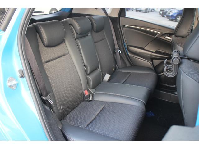 開放的な助手席、ロングドライブでも快適なリア席など、それぞれの空間に求められる機能と価値を徹底的に向上。