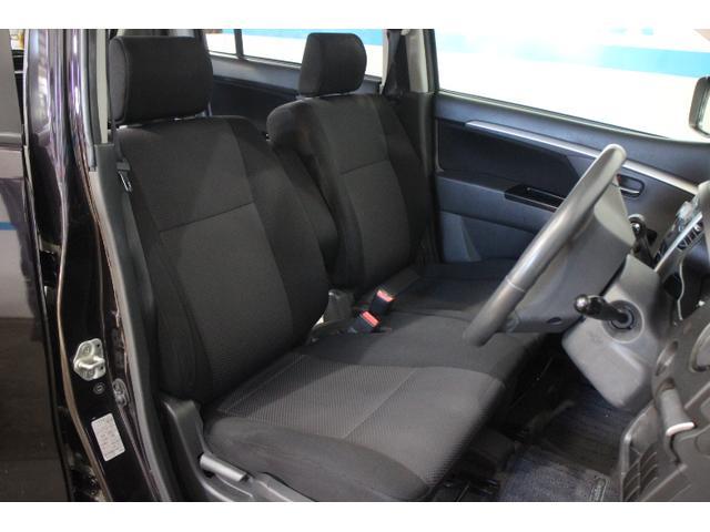 フロントシートはベンチシートで広々と使えます!