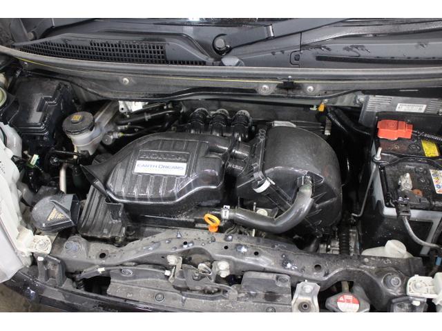 水冷直列3気筒DOHC12バルブ 最高出力 58ps(43kW)/7300rpm最大トルク 6.6kg・m(65N・m)/3500rpm