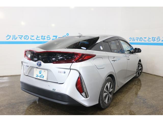 プリウスの特長である環境性能を大幅に進化させたほか、電気自動車(EV)らしい力強くスムーズな走りを実現した