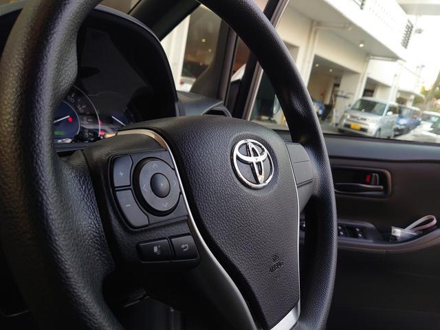ステアリングスイッチで運転中も目を離さず電話に出れます。