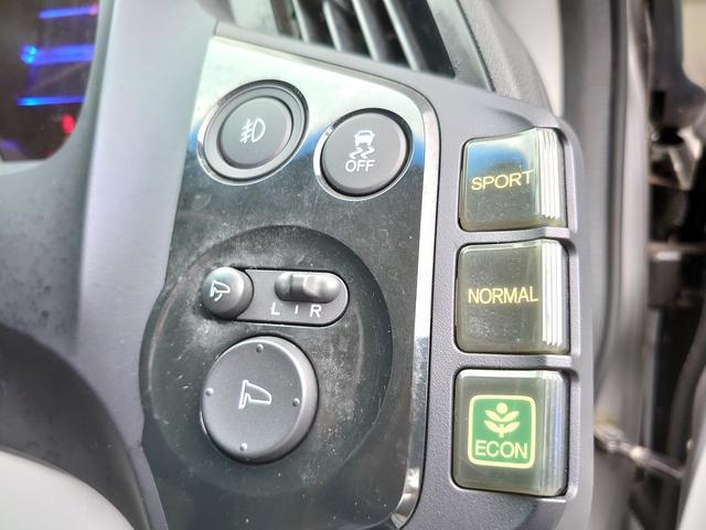 ボタン一つで簡単に切り替えられる3モードドライブシステムを採用している