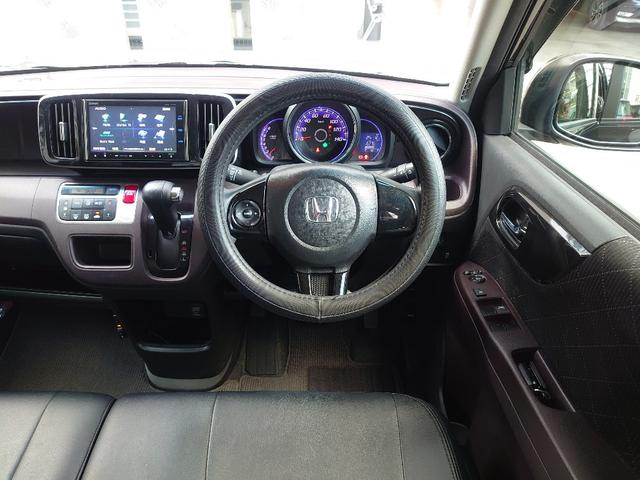 VSA(車両挙動安定化制御システム)と坂道発進時の後退を抑制するHSA(ヒルスタートアシスト機能)を全タイプに標準装備し、高い安全性能を実現。