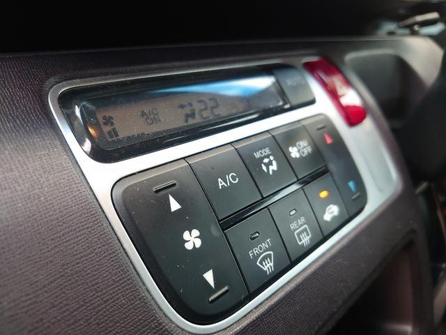 シンプルなデザインながらも操作性の高いオートエアコン。